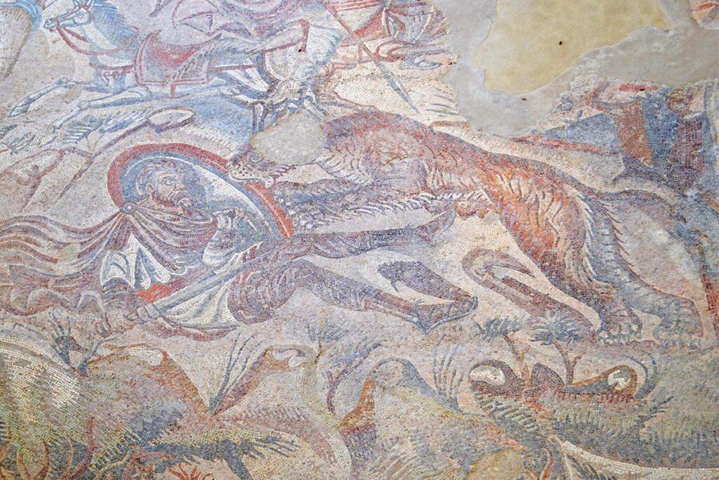 particolare mosaico caccia