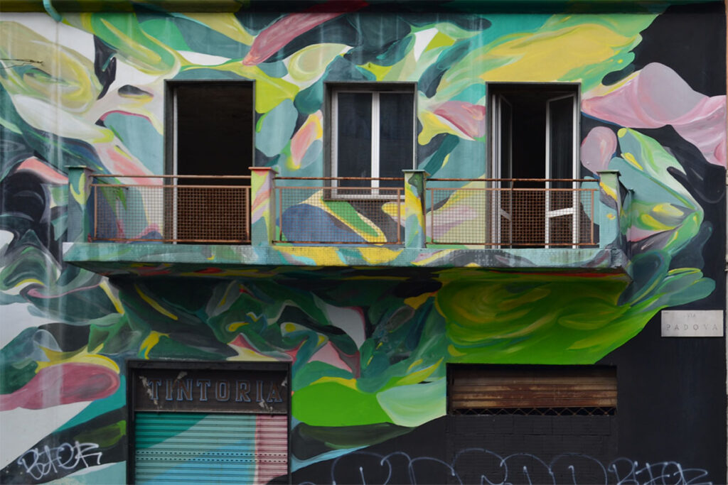 edificio dipinto in via padova