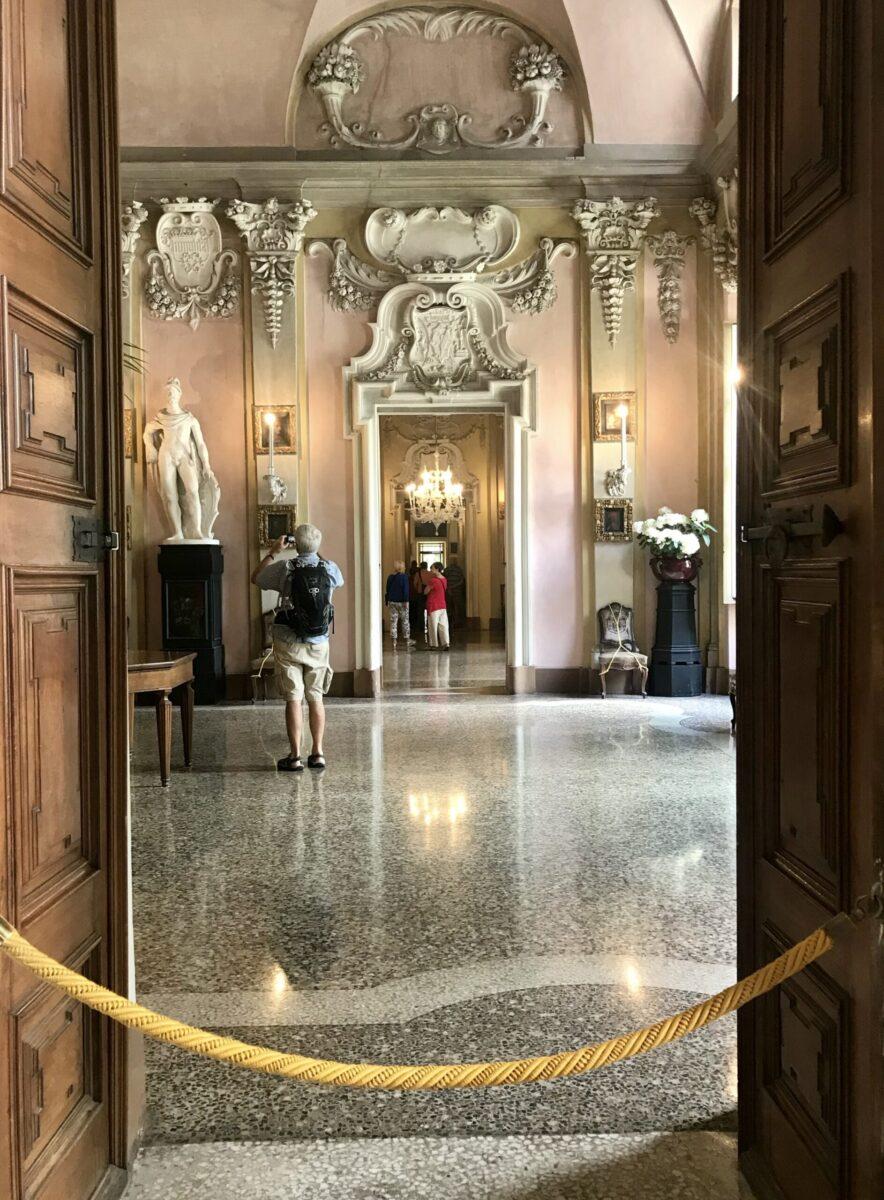 Interni del Palazzo Borromeo